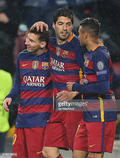 Luis Suarez of Barcelona celebrates after he scores during the UEFA Champions League Round of 16 Second Leg match between FC Barcelona and Arsenal FC...