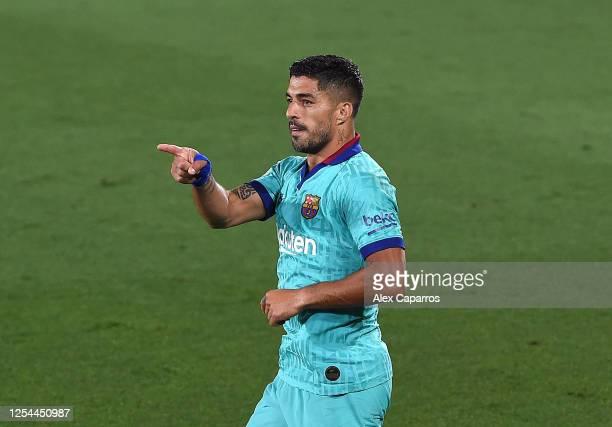 Luis Suarez of Barcelona celebrates after scoring his sides second goal during the Liga match between Villarreal CF and FC Barcelona at Estadio de la...