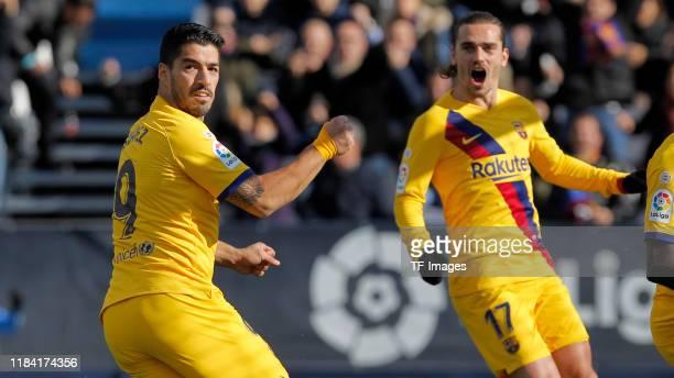 Luis Suarez of Barcelona celebrates his goal with team mates during the Liga match between CD Leganes and FC Barcelona at Estadio Municipal de...