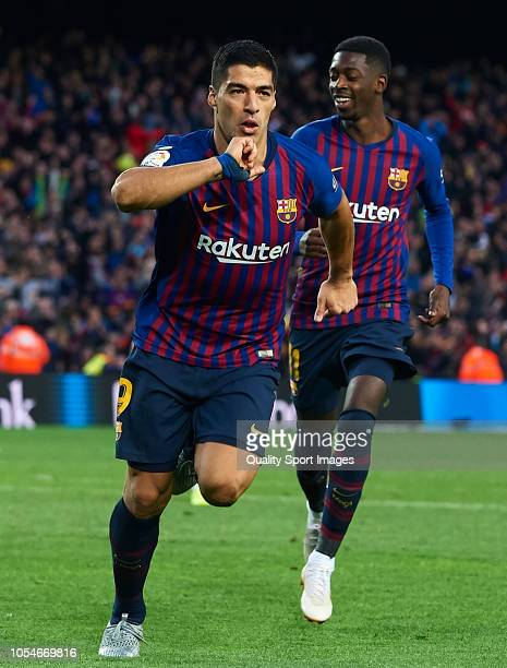 Luis Suarez of Barcelona celebrates scoring his team's fourth goal during the La Liga match between FC Barcelona and Real Madrid CF at Camp Nou on...