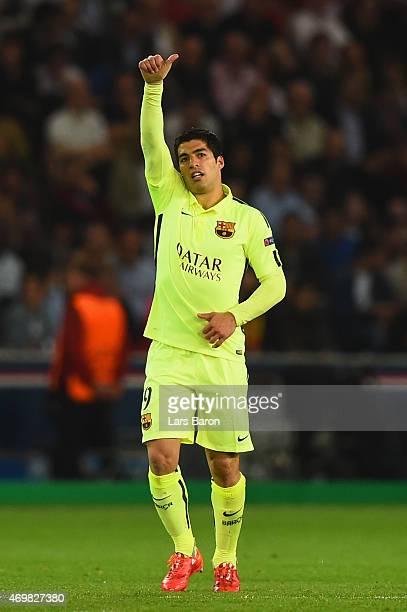 Luis Suarez of Barcelona celebrates scoring their second goal during the UEFA Champions League Quarter Final First Leg match between Paris...