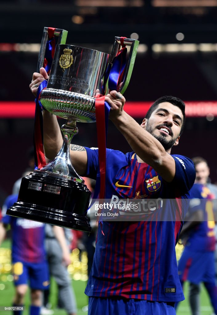 Luis Suarez of Barcelona celebrates winning the cup during the Spanish Copa del Rey Final between Barcelona and Sevilla at Wanda Metropolitano on April 21, 2018 in Madrid, Spain.