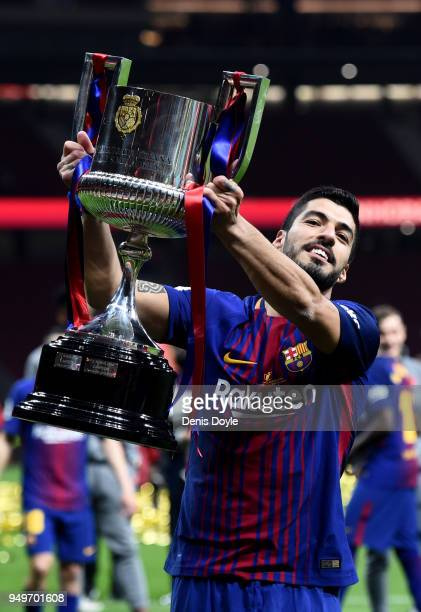 Luis Suarez of Barcelona celebrates winning the cup during the Spanish Copa del Rey Final between Barcelona and Sevilla at Wanda Metropolitano on...