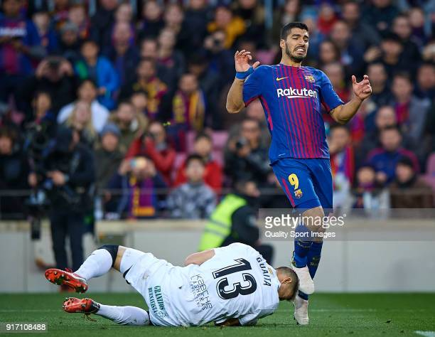 Luis Suarez of Barcelona competes for the ball with Vicente Guaita of Getafe during the La Liga match between Barcelona and Getafe at Camp Nou on...