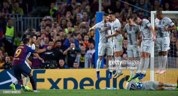 Luis Suarez of Barcelona in action during a free kick during the Group B match of the UEFA Champions League between FC Barcelona and FC...
