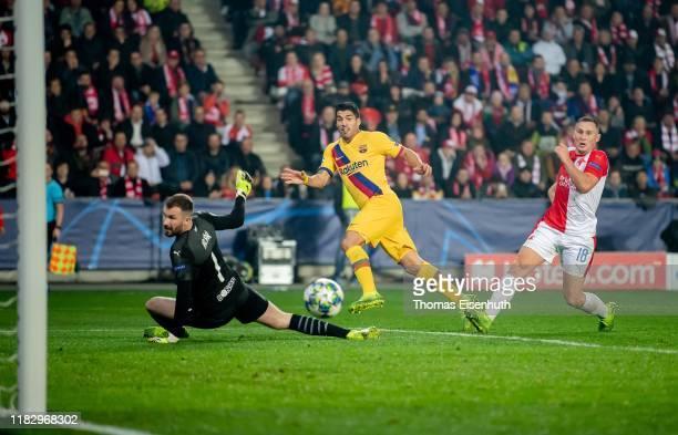 Luis Suarez of Barcelona misses to score past goalkeeper Ondrej Kolar and Jan Boril of Slavia Praha during the UEFA Champions League group F match...