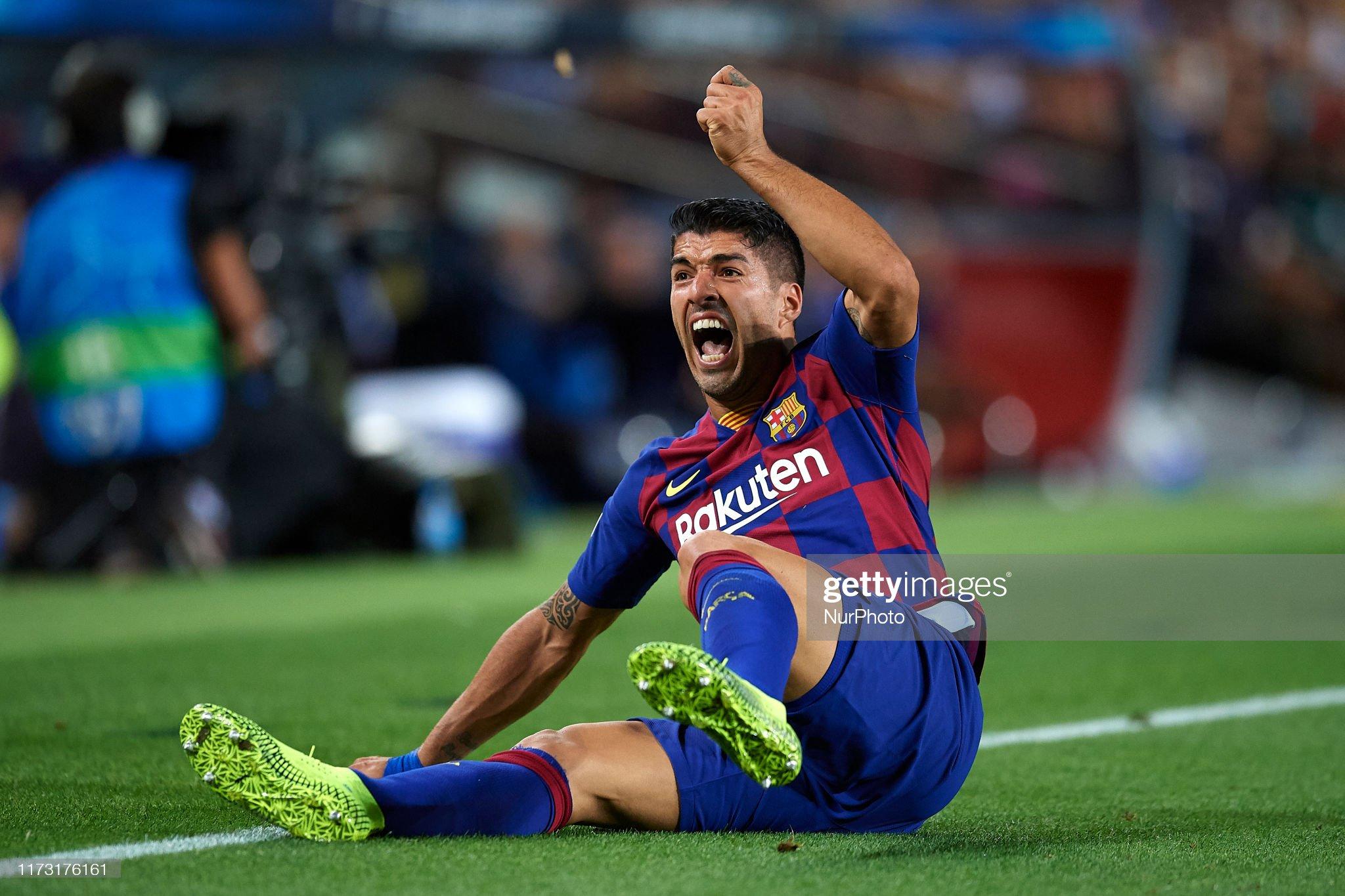 صور مباراة : برشلونة - إنتر 2-1 ( 02-10-2019 )  Luis-suarez-of-barcelona-protest-during-the-uefa-champions-league-f-picture-id1173176161?s=2048x2048