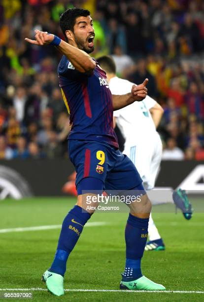 Luis Suarez of Barcelona reacts during the La Liga match between Barcelona and Real Madrid at Camp Nou on May 6 2018 in Barcelona Spain