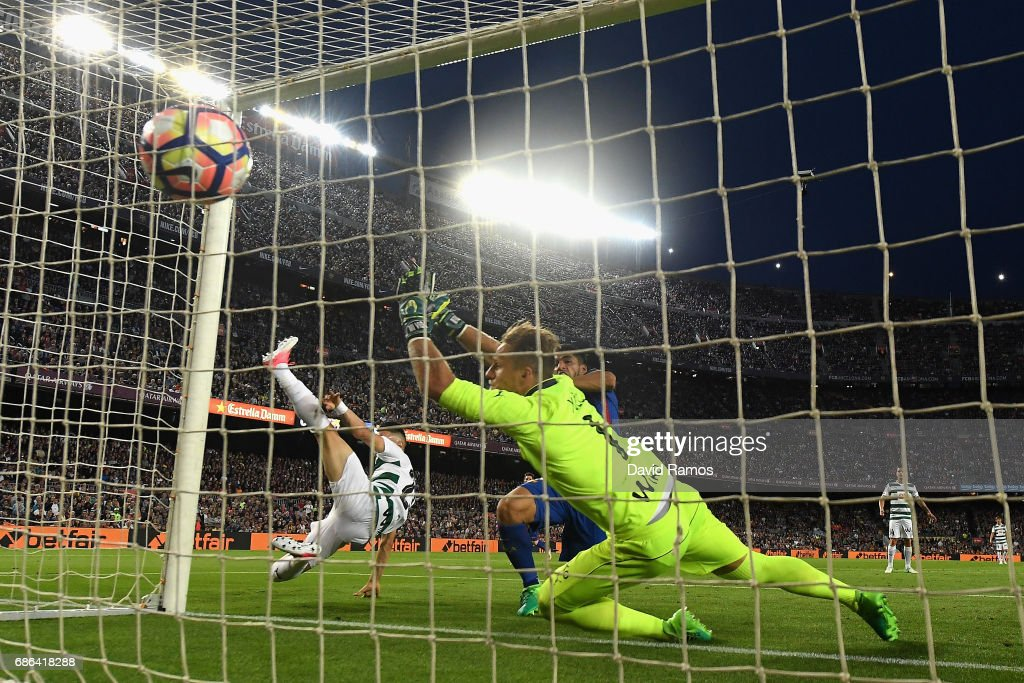 Luis Suarez of Barcelona scores his sides second goal during the La Liga match between Barcelona and Eibar at Camp Nou on 21 May, 2017 in Barcelona, Spain.