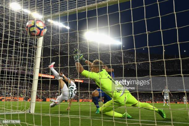 Luis Suarez of Barcelona scores his sides second goal during the La Liga match between Barcelona and Eibar at Camp Nou on 21 May 2017 in Barcelona...