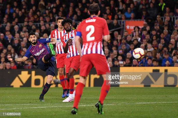 Luis Suarez of Barcelona scores his team's first goal during the La Liga match between FC Barcelona and Club Atletico de Madrid at Camp Nou on April...