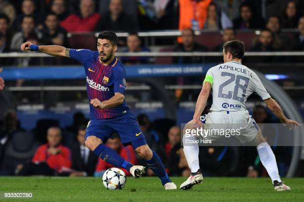 Luis Suarez of Barcelona takes on Cesar Azpilicueta of Chelsea during the UEFA Champions League Round of 16 Second Leg match FC Barcelona and Chelsea...