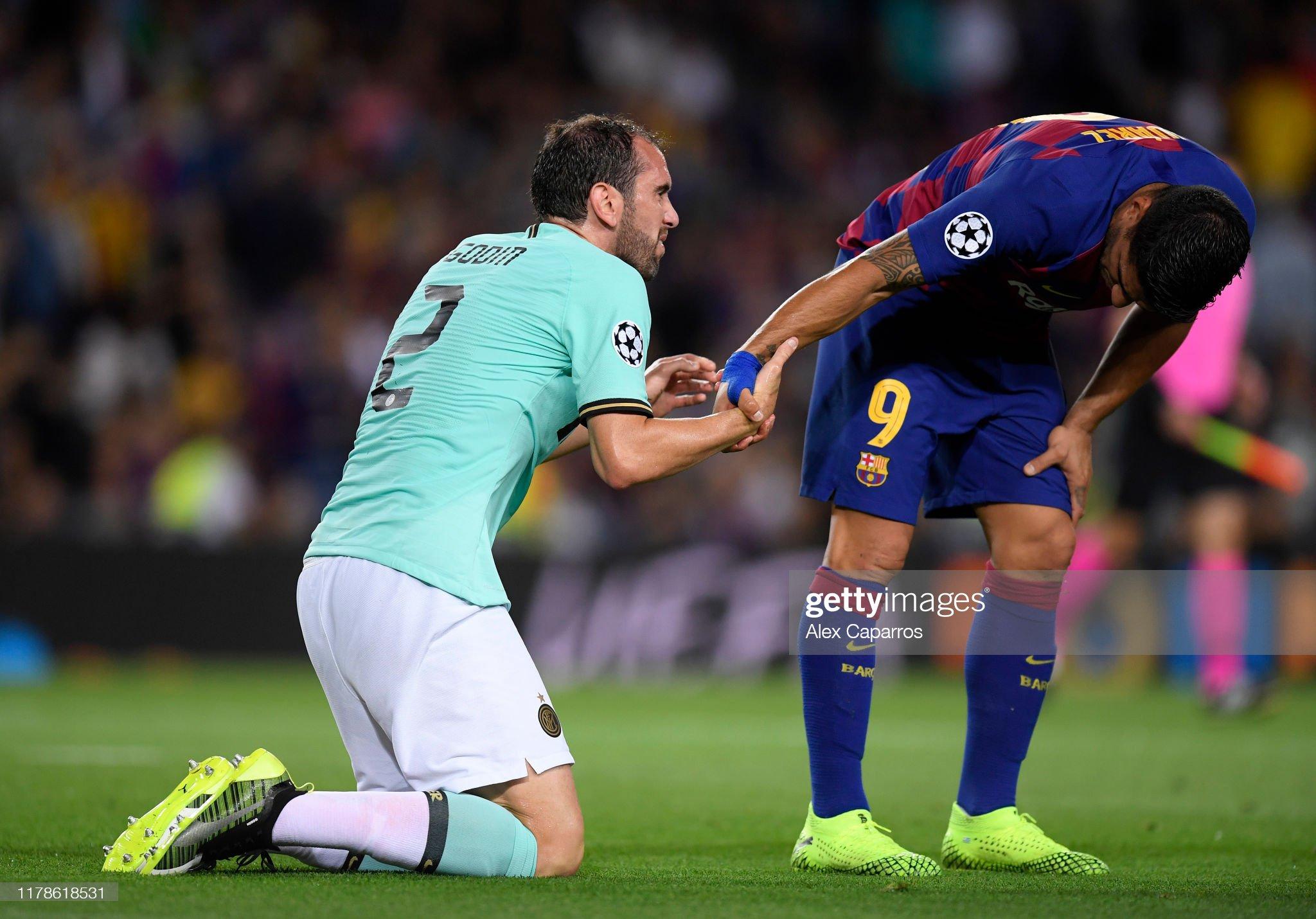صور مباراة : برشلونة - إنتر 2-1 ( 02-10-2019 )  Luis-suarez-of-fc-barcelona-and-roberto-gagliardini-of-inter-milan-picture-id1178618531?s=2048x2048