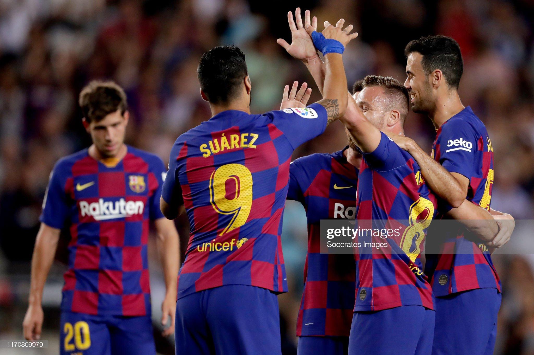 صور مباراة : برشلونة - فياريال 2-1 ( 24-09-2019 )  Luis-suarez-of-fc-barcelona-arthur-of-fc-barcelona-sergio-busquets-of-picture-id1170809979?s=2048x2048