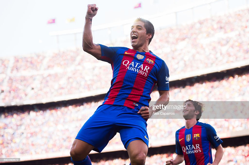 Luis Suarez of FC Barcelona celebrates after scoring his team's third goal during the La Liga match between FC Barcelona and Real Betis Balompie at Camp Nou on August 20, 2016 in Barcelona, Spain.