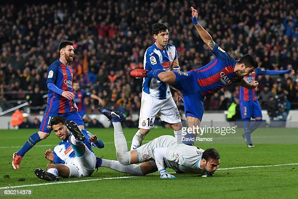 Luis Suarez of FC Barcelona celebrates after scoring his team's third goal during the La Liga match between FC Barcelona and RCD Espanyol at the Camp...