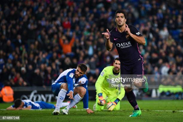 Luis Suarez of FC Barcelona celebrates after scoring his team's third goal during the La Liga match between RCD Espanyol and FC Barcelona at the RCDE...