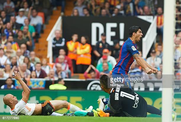 Luis Suarez of FC Barcelona celebrates his goal during the La Liga match between Valencia CF vs FC Barcelona at Mestalla Stadium Valencia on october...