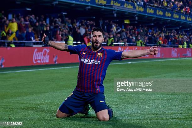 Luis Suarez of FC Barcelona celebrates his sides fourth goal during the La Liga match between Villarreal CF and FC Barcelona at Estadio de la...