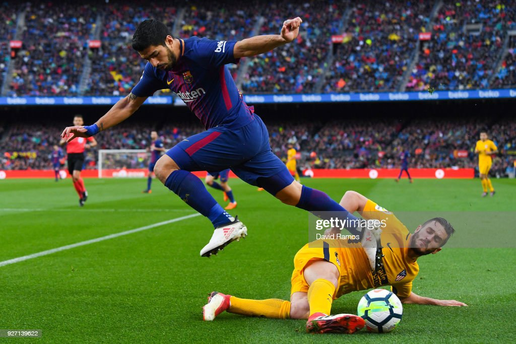 Luis Suarez of FC Barcelona competes for the ball with Koke Resurreccion of Club Atletico de Madrid during the La Liga match between Barcelona and Atletico Madrid at Camp Nou on March 4, 2018 in Barcelona, Spain.