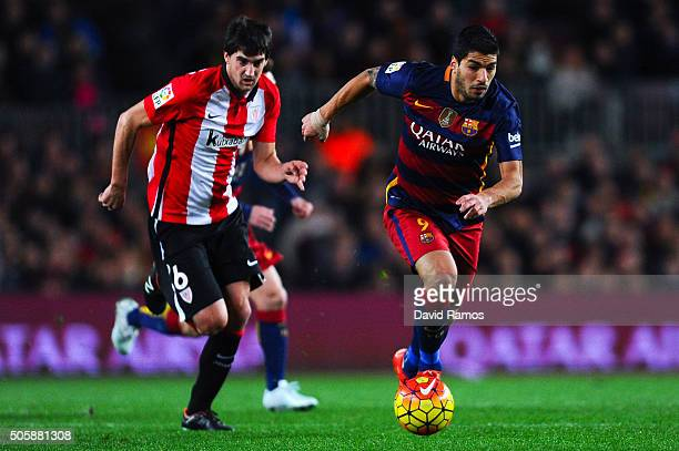 Luis Suarez of FC Barcelona competes for the ball with Mikel San Jose of Athletic Club during the La Liga match between FC Barcelona and Athletic...
