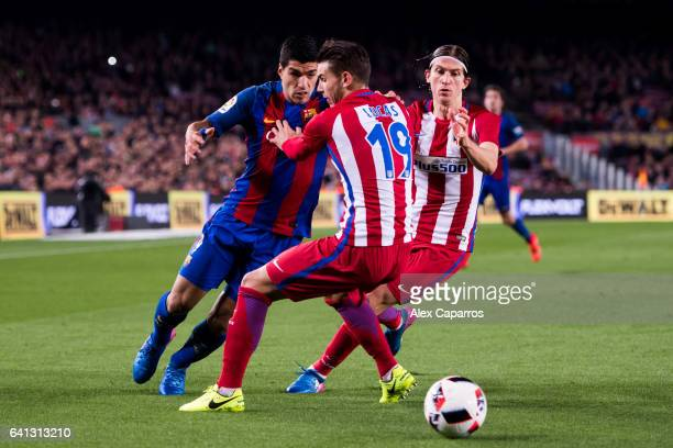 Luis Suarez of FC Barcelona controls tha ball next to Lucas Hernandez and Filipe Luis of Atletico de Madrid during the Copa del Rey semifinal second...