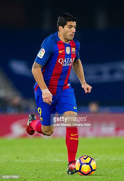 Luis Suarez of FC Barcelona controls the ball during the La Liga match between Real Sociedad de Futbol and FC Barcelona at Estadio Anoeta on November...