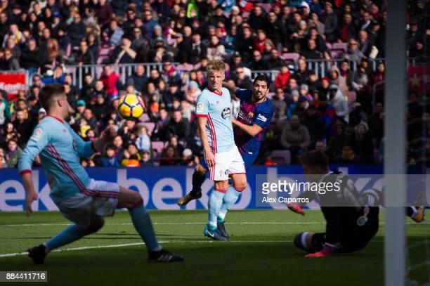 Luis Suarez of FC Barcelona kicks the ball during the La Liga match between FC Barcelona and Celta de Vigo at Camp Nou on December 2 2017 in...