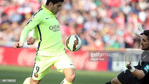 Luis Suarez of FC Barcelona manages the ball during the La Liga match between Granada CF and FC Barcelona at Estadio Nuevo Los Carmenes on February...