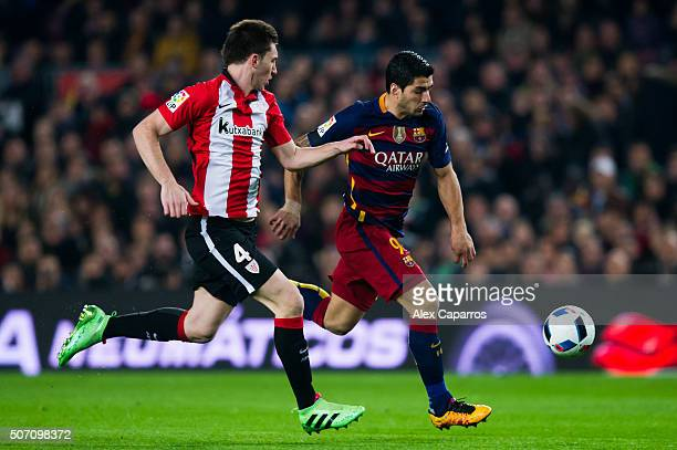 Luis Suarez of FC Barcelona runs with the ball next to Aymeric Laporte of Athletic Club during the Copa del Rey Quarter Final Second Leg between FC...