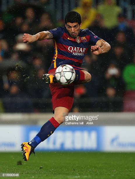 Luis Suarez of FC Barcelona scores a goal to make it 21 during the UEFA Champions League match between FC Barcelona and Arsenal at Camp Nou on March...