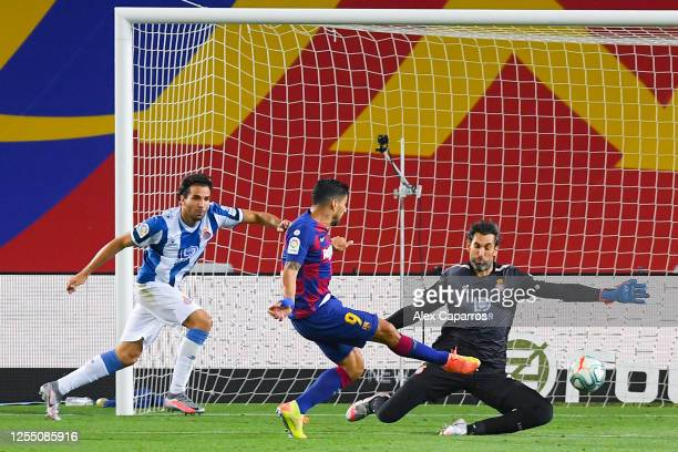 Luis Suarez of FC Barcelona scores his team's first goal during the Liga match between FC Barcelona and RCD Espanyol at Camp Nou on July 08 2020 in...