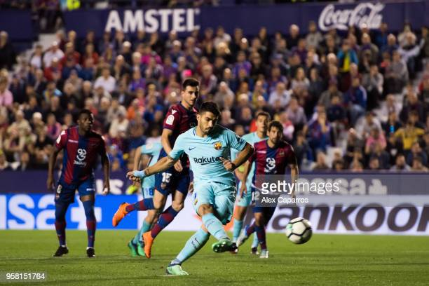 Luis Suarez of FC Barcelona scores his team's fourth goal with a penalty kick during the La Liga match between Levante UD and FC Barcelona at Estadi...