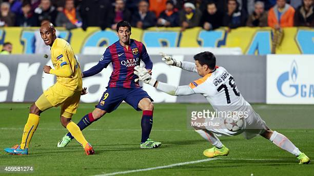 Luis Suarez of FC Barcelona scores the first goal during the Champions League match between Apoel FC and FC Barcelona at GSP Stadium on November 25...
