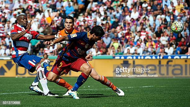 Luis Suarez of FC Barcelona scoring his team's second goal during the La Liga match between Granada CF and FC Barcelona at Estadio Nuevo Los Carmenes...