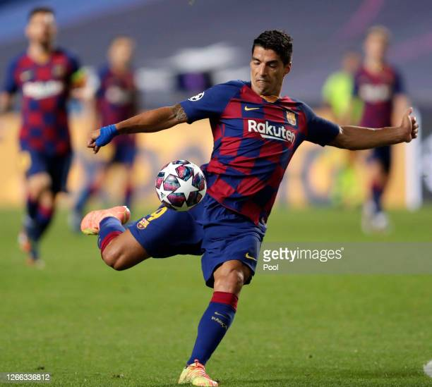 Luis Suarez of FC Barcelona shoots during the UEFA Champions League Quarter Final match between Barcelona and Bayern Munich at Estadio do Sport...