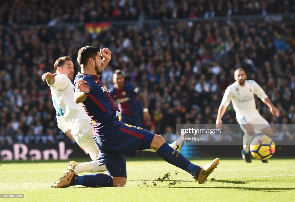 Real Madrid v Barcelona - La Liga : News Photo