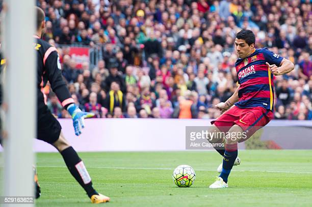 Luis Suarez of FC Barcelona shoots the ball past Pau Lopez of RCD Espanyol and scores his team's second goal during the La Liga match between FC...