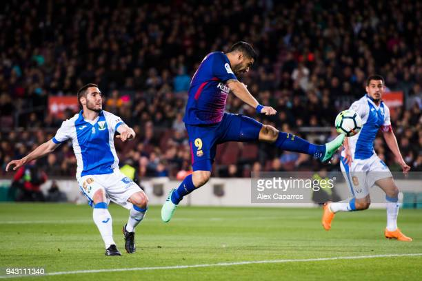 Luis Suarez of FC Barcelona stretches for the ball during the La Liga match between Barcelona and Leganes at Camp Nou on April 7 2018 in Barcelona...