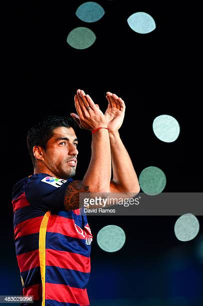 Luis Suarez of FC Barcelona waves during the official team presentation ahead of the Joan Gamper trophy match at Camp Nou on August 5 2015 in...