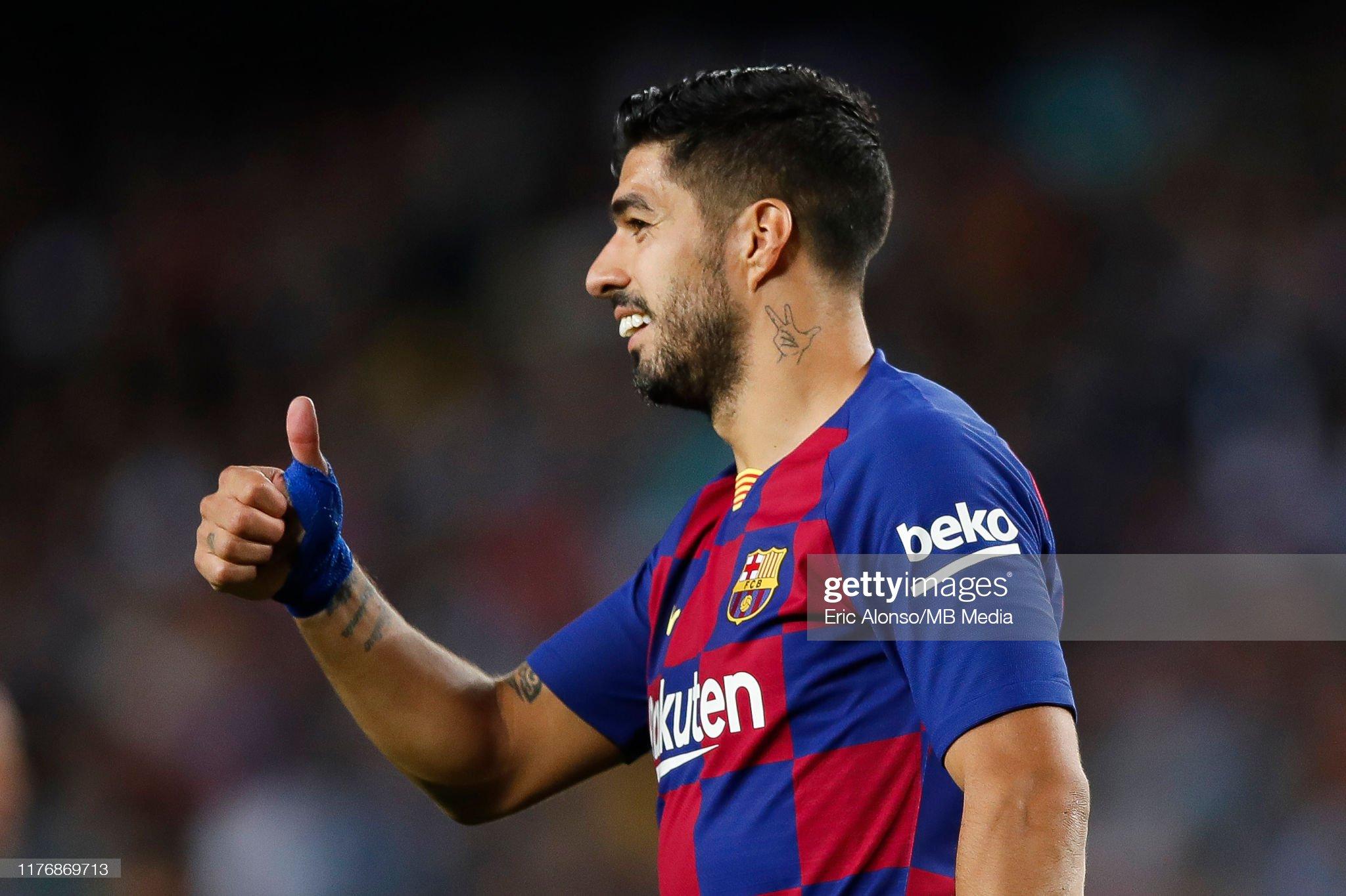 صور مباراة : برشلونة - فياريال 2-1 ( 24-09-2019 )  Luis-suarez-of-fc-barcelona-waves-the-supporters-during-the-liga-fc-picture-id1176869713?s=2048x2048