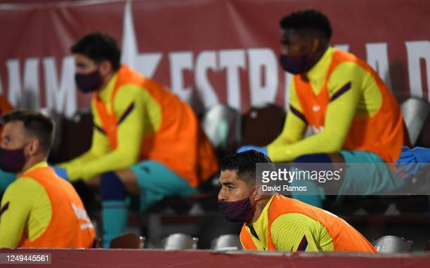 Luis Suarez of FC Barcelona wears a protective mask on the substitutes bench during the La Liga match between RCD Mallorca and FC Barcelona at...