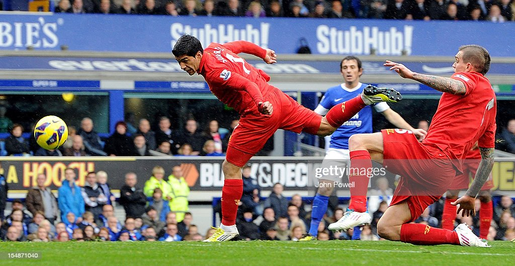 Luis Suarez of Liverpool scores the second goal during the Barclays Premier League match between Everton and Liverpool at Goodison Park on October 28, 2012 in Liverpool, England.