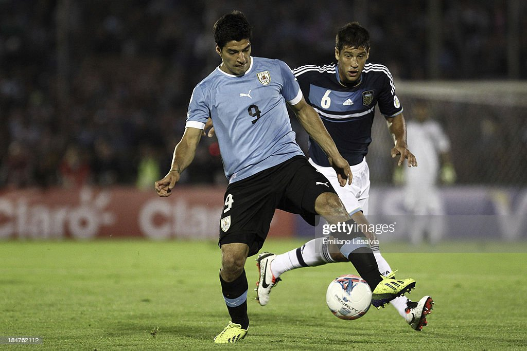 Uruguay v Argentina - South American Qualifiers : News Photo