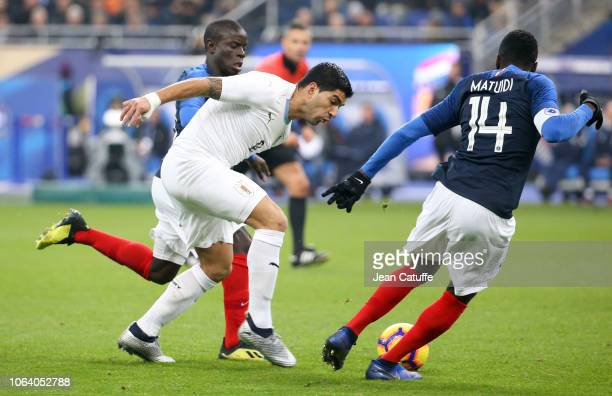 Luis Suarez of Uruguay between N'Golo Kante and Blaise Matuidi of France during the international friendly match between France and Uruguay at Stade...