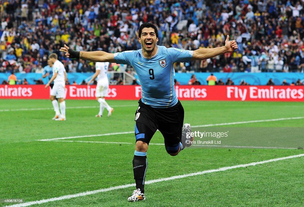 Uruguay v England: Group B - 2014 FIFA World Cup Brazil : News Photo