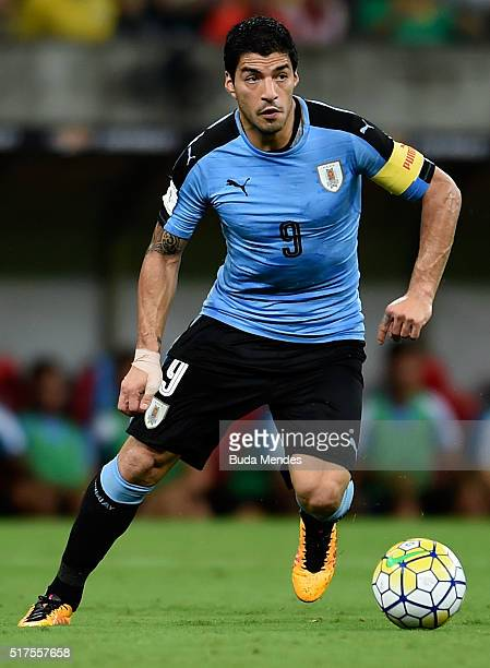 Luis Suarez of Uruguay controls the ball during a match between Brazil and Uruguay as part of 2018 FIFA World Cup Russia Qualifiers at Arena...