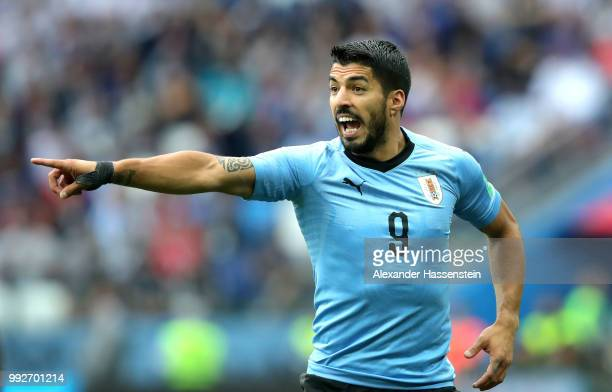 Luis Suarez of Uruguay gives his team instructions during the 2018 FIFA World Cup Russia Quarter Final match between Uruguay and France at Nizhny...