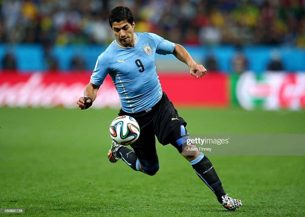 Uruguay v England: Group D - 2014 FIFA World Cup Brazil : News Photo
