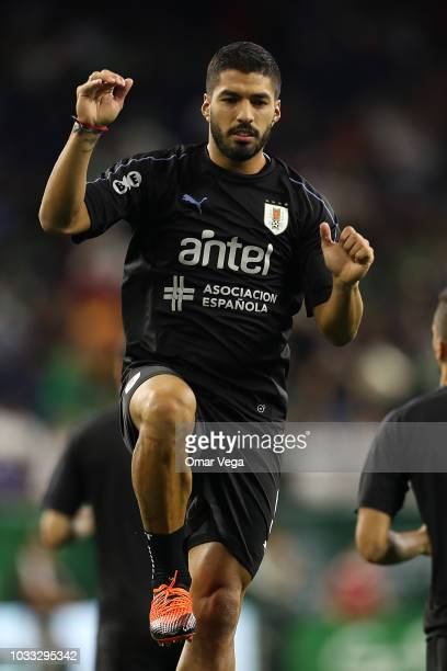 Luis Suarez of Uruguay warms up prior the International Friendly match between Mexico and Uruguay at NRG Stadium on September 7 2018 in Houston...